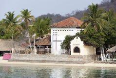 由海滩的教会 图库摄影