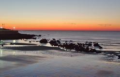 由海洋的日落日出 免版税图库摄影