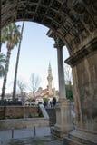 由清真寺的罗马门 免版税库存照片