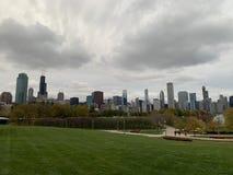 由湖在芝加哥,绿色草甸的秋天风景 免版税库存照片