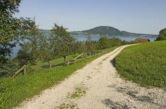 由湖的一条远足的路线 免版税图库摄影