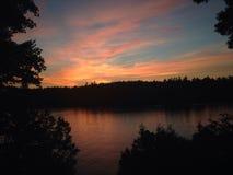 由湖的夜间 库存照片