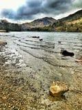 由湖的岩石 库存图片