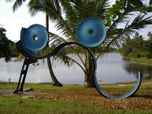 由湖的抽象雕塑 免版税库存图片