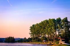 由湖的日出 免版税库存照片
