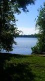 由湖的步行 免版税库存图片