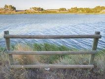 由湖的篱芭 库存照片
