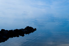 由湖的静止 免版税库存照片