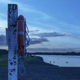 由湖的Lifebuoy 免版税图库摄影