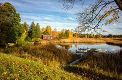 由湖Sottern的秋天在瑞典 库存照片