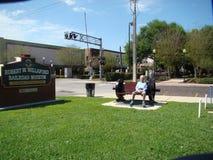 由火车轮子做的长凳 图库摄影