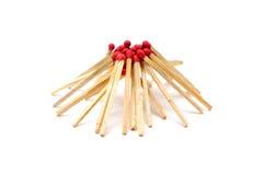 由火柴梗做的篝火天气逗人喜爱,但是热的 免版税库存照片