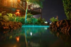 热带旅馆水池 免版税库存图片