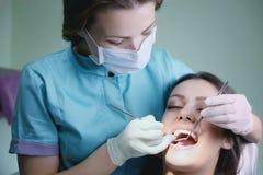 由牙医的考试 库存照片