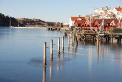 由瑞典的西海岸的沿海村庄 库存照片