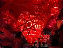 由瓶做的枝形吊灯樱桃利口酒 库存图片