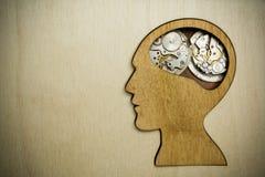 由生锈的金属齿轮做的脑子模型 免版税库存照片