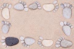 由石头的脚 免版税库存照片