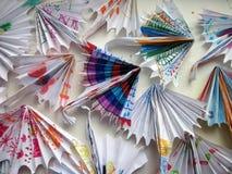 由纸做的五颜六色的伞 库存图片