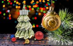 由美元的圣诞树在黑暗 免版税库存图片