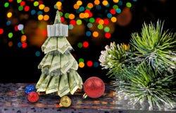 由美元的圣诞树在黑暗 免版税库存照片