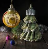 由美元的圣诞树 库存图片