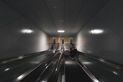 由自动扶梯移动 免版税库存图片