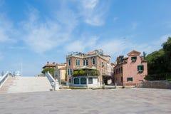 由船中止Arsenale的美丽的景色在威尼斯 免版税库存照片