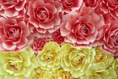 由色纸做的玫瑰 免版税库存图片