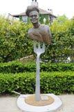 由艺术家劳伦斯的厨师碾碎在公开艺术步行在Yountville镇的雕象,加利福尼亚 库存图片