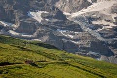 由艾格峰北部面孔的火车 库存照片