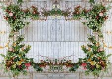 由花做的葡萄酒框架,叶子 免版税库存照片