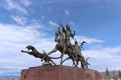 由著名Buryat雕刻家大士Namdakov的雕刻的合奏`沙皇狩猎`在Tyva克孜勒共和国城市 免版税图库摄影