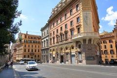 由街道交易通过IV Novembre在罗马,意大利 库存照片