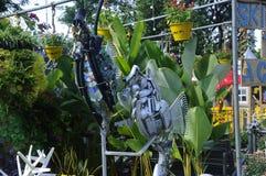 由被回收的材料做的海马雕塑 免版税图库摄影