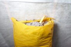 由被回收的纸做的纤维素绝缘材料 库存照片
