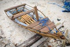 由被放弃的水瓶做的Eco小船 库存图片