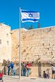由西部墙壁的以色列旗子 库存图片
