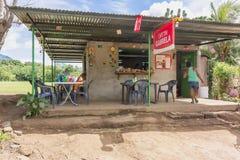 由路的商店在乡下在Nicaraggua 免版税图库摄影