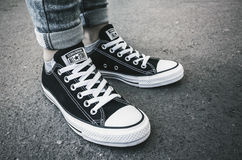 由逆的Chuck泰勒全明星便鞋 免版税库存图片