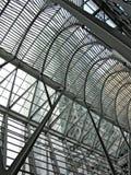由金属和玻璃做的画廊的结构 库存图片