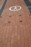 由铺路板的脚轨道(在象的焦点计划了) 免版税库存图片