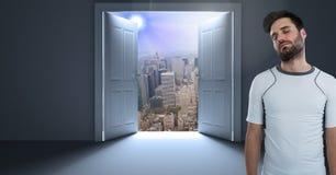 由门开头的适合的人到都市风景里 库存照片