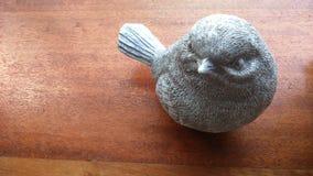 由陶瓷做的小的鸟 免版税库存照片