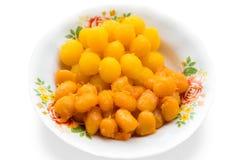 由面粉做的泰国点心,鸡蛋,青豆和加糖在泰国的名字是皮带yod 免版税图库摄影