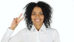 由黑人妇女的胜利标志白色背景的 股票录像