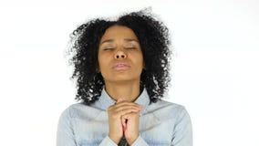 由黑人妇女,白色背景的祈祷的姿态 股票录像