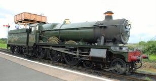 由水塔的蒸汽引擎 免版税库存照片