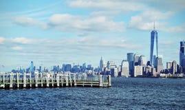 由水的城市 库存图片