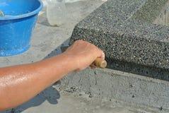 由建筑工人的小卵石washworks 图库摄影